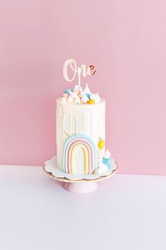 Birthday Cake Crown, First Birthday Theme Girl, Rainbow First Birthday, First Birthday Party Decorations, Birthday Cake Decorating, Birthday Cake Girls, First Birthday Cakes, Birthday Cupcakes, Candy Cakes