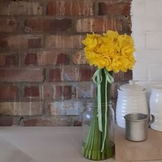 Can't believe these daffs are 10 days old! Amazing value from @favershammarkets.  Did you see my FB post last Saturday morning? I had a rogue stem ... take a look at http://ift.tt/2ndRySi for the full story.  #seeingthepretty #botanticalforagersunitedsocietyinc #byarrangement  #flashesofdelight #myhomestyle #flowersofinstagram #bouquetofflowers #flowersmakemehappy #loveflowers #splendid_flowers #cornersofmyhome #still_life_gallery #ihavethisthingwithyellow #beautyofstillmoments…