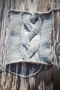Chunky Braid Cable with Seed Stitch...sad there's no pattern. Let's try to figure this out.
