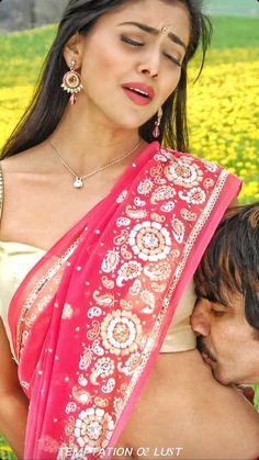 Kajol Saree, Shraddha Kapoor, Beautiful Girl In India, Beautiful Saree, Stylish Girl Images, Stylish Girl Pic, Beautiful Bollywood Actress, Most Beautiful Indian Actress, Sister Photography