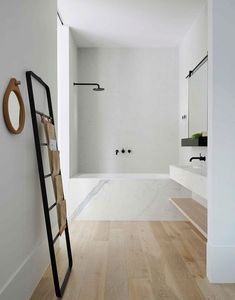 Beautiful bathroom design and decoration ideas: Ready to start creating your own bathroom design? Make a welcoming atmosphere with these simple bathroom design tips. Check the webpage for more. Modern Bathroom Design, Simple Bathroom, Bathroom Interior, Budget Bathroom, Bath Design, Bathroom Designs, Bathroom Black, Bathroom Ideas, Hotel Bathroom Design