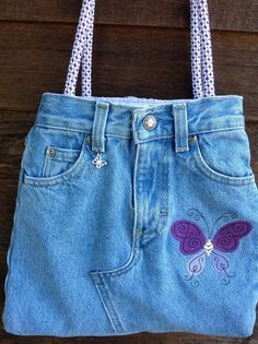 Purple Butterfly Jean Bag Recycled Jeans by CreativeSewingSue 42 95 Denim Bags From Jeans, Denim Tote Bags, Diy Jeans, Denim Purse, Blue Jean Purses, Denim Handbags, Denim Ideas, Denim Crafts, Mode Chic