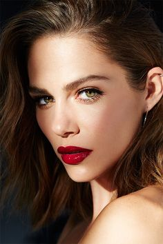 Maripier Morin = goddess ❤ So beautiful and her makeup looks bomb on this picture ❤ Best Red Lipstick, Red Lipsticks, Most Beautiful Faces, Beautiful Lips, Girl Face, Woman Face, Beauty Make Up, Hair Beauty, Eye Makeup