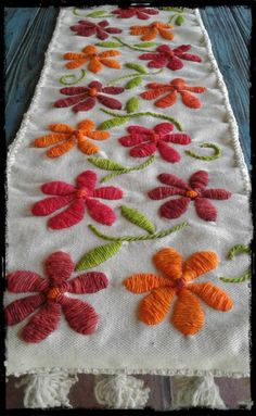 Grand Sewing Embroidery Designs At Home Ideas. Beauteous Finished Sewing Embroidery Designs At Home Ideas. Needlepoint Stitches, Embroidery Stitches, Embroidery Patterns, Cushion Embroidery, Mexican Embroidery, Flower Embroidery Designs, Embroidered Flowers, Cross Stitch, Sewing