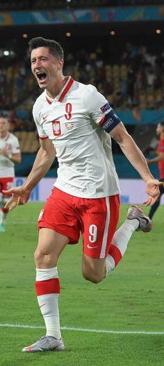 Dark Iphone Backgrounds, Robert Lewandowski, Munich, Fifa, Running, Sports, Girls, Football Soccer, Keep Running