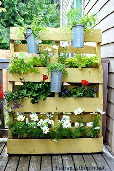 20 Wonderful pallet garden ideas / tutorials . like 表情符 => http://wonderfuldiy.com/wonderful-diy-pallet-garden-planter/ #diy #gardening #planter