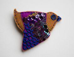 brooch bird. /felt, beads, threads. visit me on facebook: https://www.facebook.com/pages/Ooliku/502231529845261?ref=hl