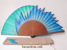 Nuevos abanicos para 2015 Hand Held Fan, Hand Fans, My Favorite Color, My Favorite Things, Pretty, Llamas, Crafts, Painting, Painted Fan