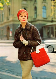 This elegant look from 1961 really puts me in the mood for autumn's return. #vintage #1960s #fashion