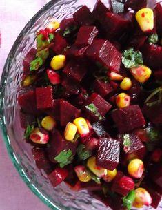 Salată cu sfeclă roșie și porumb Cold Vegetable Salads, Vegetable Curry, Healthy Salad Recipes, Vegan Recipes, Cooking Recipes, Weight Watchers Salad, Feta, Romanian Food, Health And Fitness Tips