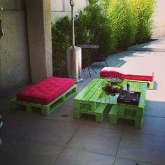 Một chút màu mè bạn đã có một bộ bàn ghế ngoài trời thật xinh làm từ gỗ thừa rồi đấy