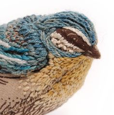 Add a dimension :: Hand embroidered bird scuplture by artist Catherine Frere-Smith. Ribbon Embroidery, Embroidery Art, Cross Stitch Embroidery, Embroidery Patterns, Fabric Birds, Fabric Art, Motifs Textiles, Embroidered Bird, Art Plastique
