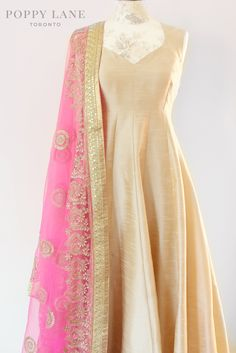 Unique Blouses, Sarees and Lenghas that embody the vibrancy of South Asian fashion with a modest up to date western flair. Indian Suits, Indian Attire, Indian Dresses, Indian Wear, Punjabi Suits, India Fashion, Asian Fashion, Anarkali Dress, Lehenga