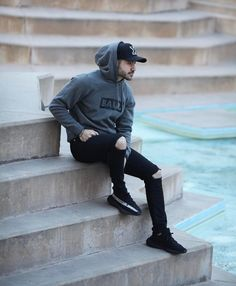 Image may contain: 1 person Winter Outfits Men, Stylish Mens Outfits, Cute Swag Outfits, Sport Outfits, Mens Fashion Wear, Hipster Fashion, Suit Fashion, Look Fashion, Best Poses For Boys