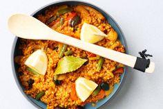 Paella: een heerlijk, traditioneel Spaans gerecht vol smaak. Met groenten zoals sperziebonen, venkel, paprika en olijven maak je hem een licht en fris!