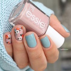 What do you think about this floral #nailart look from @la_paillette_frondeuse #nailartist with our #fallcollection shades #gogogeisha & #nowandzen ? Get inspired for our fall contest #followus #essielove