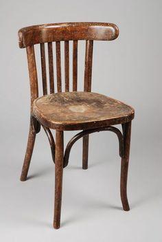 deze stoel had mijn vader in zijn kapperszaak