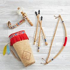 Create memorable camp adventures at home with our Junior Archer Play Set. It features a bow, arrows, tomahawk and belt and handy satchel ready for hours of pretend play. Part of our exclusive Camp Wandawega Collection. Kids Gifts, Baby Gifts, Pow Wow Party, Diy For Kids, Crafts For Kids, Native American Crafts, Indian Crafts, Cowboys And Indians, Le Far West