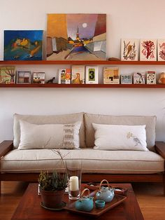 home of geninne zlatkis. photo by decorating design house design room design House Design Photos, Cool House Designs, Sofa Deals, Best Leather Sofa, Above Couch, Living Comedor, Couch Set, Interior Decorating, Interior Design