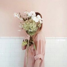Image discovered by Ms_krissii. Find images and videos about girl, beautiful and pretty on We Heart It - the app to get lost in what you love. Love Flowers, Beautiful Flowers, Beautiful Images, Blush Flowers, Pastel Flowers, Flowers Nature, Living Style, Foto Fashion, 90s Fashion