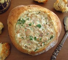 Had unexpected visits and want to prepare a different snack? Bread filled with tuna is the perfect solution for you, your visits will love this. Tuna Recipes, Raw Food Recipes, Seafood Recipes, Cooking Recipes, Tapas, Love Eat, Love Food, Food Porn, Portuguese Recipes
