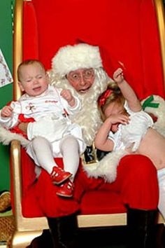14 Pictures with Santa That Failed In the Funniest Ways