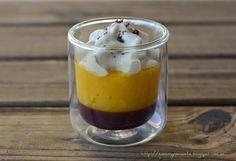Un aperitivo de mis predilectos: una base de gelatina de Pedro Ximenez, un puré de mango fresco y espuma de foie mi cuit, espolvoread...