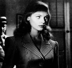 film noir lauren-bacall-to-have-and-have-not---film-noir-fashion Classic Film Noir, Classic Films, Lauren Bacall, Rita Hayworth, Hollywood Glamour, Old Hollywood, Film Noir Fotografie, Film Noir Photography, Blue Dahlia