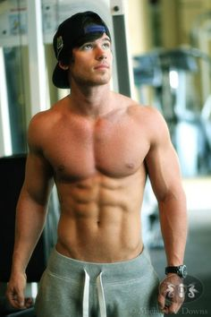 Don't even know who this guy is but; HOLY ABS!!
