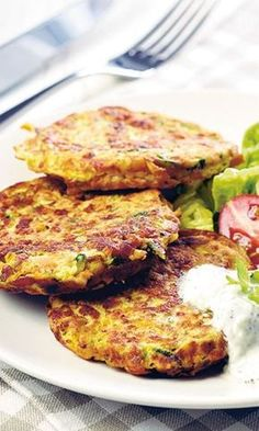 Kasvispihvit ja jogurttikastike   Maku Healthy Cooking, Healthy Snacks, Cooking Recipes, Veggie Recipes, Vegetarian Recipes, Healthy Recipes, Good Food, Yummy Food, Food Porn