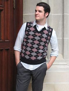 Would LOVE to knit this for Joel (someday), he looks so good in sweater vests. :D