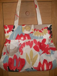 I made this bag by watching instructions from Debbie Shore video on You Tube.