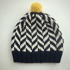 A fast and fun project that can be knit in a lot of different colors and finsihed up with pompons in different sizes and colors.