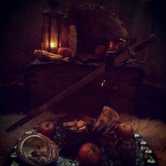Mabon altaar 2012: het feest van overvloed en oogst, festiviteiten en vrolijkheid, eer aan de goden voor al het eten en drinken en dank voor de overvloed.
