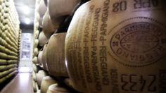"""Lo scorso agosto, dalla cooperativa agricola """"Bianca Modenese"""" a San Vito di Spilamberto, in provincia di Modena,http://tuttacronaca.wordpress.com/2013/11/17/ladri-di-formaggio-in-azione-maxi-furto-di-parmigiano-reggiano/"""