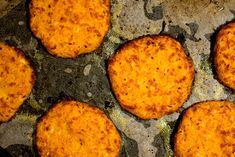 Morots- och halloumibiffar i ugn Vegan Vegetarian, Vegetarian Recipes, Halloumi, Meat Recipes, Cornbread, Mashed Potatoes, Food Porn, Food And Drink, Lunch
