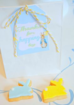 Easter Party: Here comes Peter Rabbit! - Mimi's Dollhouse  http://mimisdollhouse.com/easter-party-peter-rabbit/  #easterpartyideas #peterrabbit #mimisdollhouse