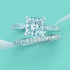 Love this wedding ring set