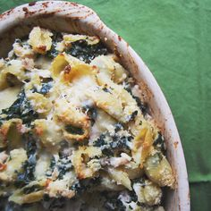 Cheesy chicken and kale pasta bake