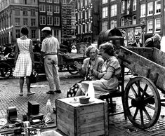 Amsterdam City Centre, Amsterdam Holland, New Amsterdam, Famous Photographers, Life Pictures, Black And White Pictures, Great Memories, Photo Wallpaper, Vintage Photography