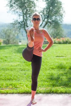 Our yoga teacher, Alix, in a shot taken during a yoga session this morning!  La nostra insegnante di yoga, Alix, in una foto rubata dallo yoga di stamani