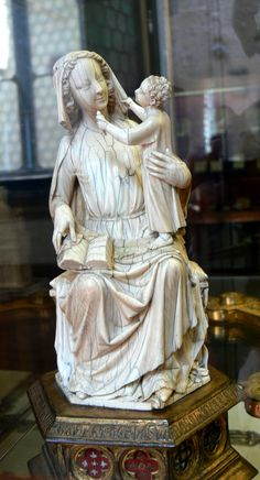 Museo del Bargello ( Florence ). Ivory sculpture ( 13th century ) of Madonna and Child from France.