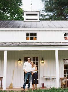 we need height on middle 'barn' section to get a covered porch on it... with house in front needing two stories will there be too much mass... Modern Farmhouse Exterior, White Farmhouse, Modern Farmhouse Style, Victorian Farmhouse, Metal Roof Houses, Farmhouse Remodel, Farmhouse Plans, Kitchen Remodel, Modern Barn