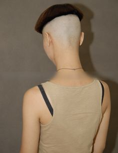 Hoher Pottschnitt Very sexy extremely high bowlcut Bowl Haircuts, Short Bob Haircuts, Bob Hairstyles, Wedding Hairstyles, Nape Undercut, Undercut Styles, Undercut Designs, Short Hair Cuts, Short Hair Styles