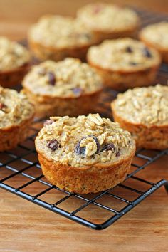These Oatmeal Raisin Baked Oatmeal Singles are a quick, easy, grab-an-go breakfast for just 111 calories or 4 Green, 4 Blue or 2 Purple WW SmartPoints each! Ww Recipes, Low Calorie Recipes, Muffin Recipes, Breakfast Recipes, Brunch Recipes, Breakfast Muffins, Breakfast Dishes, Diabetic Recipes, Breakfast Ideas