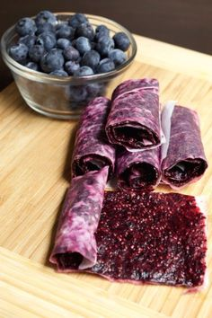 Healthy Snacks Blueberry Chia Seed Fruit Leather - A healthy homemade alternative to fruit roll ups. This Blueberry Chia Seed Fruit Roll Up recipe is natural and a great snack to take hiking for energy. Aldi Vegan, Raw Food Recipes, Cooking Recipes, Jar Recipes, Freezer Recipes, Freezer Cooking, Drink Recipes, Snack Recipes, Chia Recipe