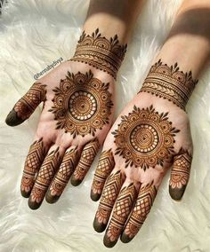 Explore the list of best and trending mehndi designs for every occasion. Latest mehndi designs for your wedding or any other events Henna Hand Designs, Dulhan Mehndi Designs, Mehendi, Round Mehndi Design, Mehndi Designs Finger, Mehndi Designs For Girls, Mehndi Designs For Beginners, Modern Mehndi Designs, Mehndi Design Photos