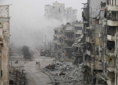 Η πόλη Χομς στη Συρία. Βρε ποιόν συμφέρει ο πόλεμος εκεί; Από την εικόνα προκύπτει το αβίαστο συμπέρασμα: τους εργολάβους. Ποιοί θα δώσουν τα λεφτά για την ανοικοδόμηση; Ο λαός που αλληλοσκοτώνεται και η συμμαχία των φίλων της Συρίας, δηλ. οι φορολογούμενοι των άλλων χωρών. Οι εργολάβοι απλά θα εισπράξουν. Ωραία υπόθεση οι εμφύλιοι.
