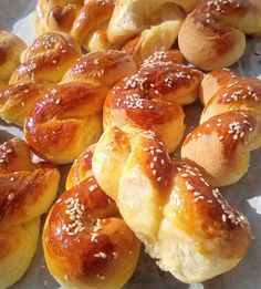 Sweet Buns, Sweet Pie, Easter 2021, Greek Recipes, Pretzel Bites, Sweets, Bread, Breakfast, Food