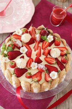 Tested & approved - Charlotte strawberries tiramisu style - Let's Cake Charlotte Dessert, Charlotte Cake, Charlotte Tiramisu, Sweet Recipes, Cake Recipes, Strawberry Recipes, Desert Recipes, Pavlova, Delicious Desserts
